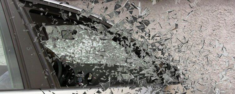 auto glass breaking